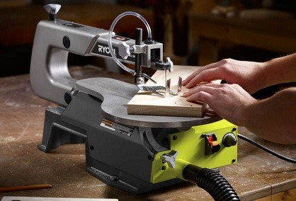 How to Set Up a Scroll Saw