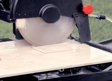 Wet saw's blade is coated with diamonds.